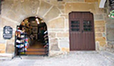 zapateria-santillana-del-mar-salvador-artesano.jpg
